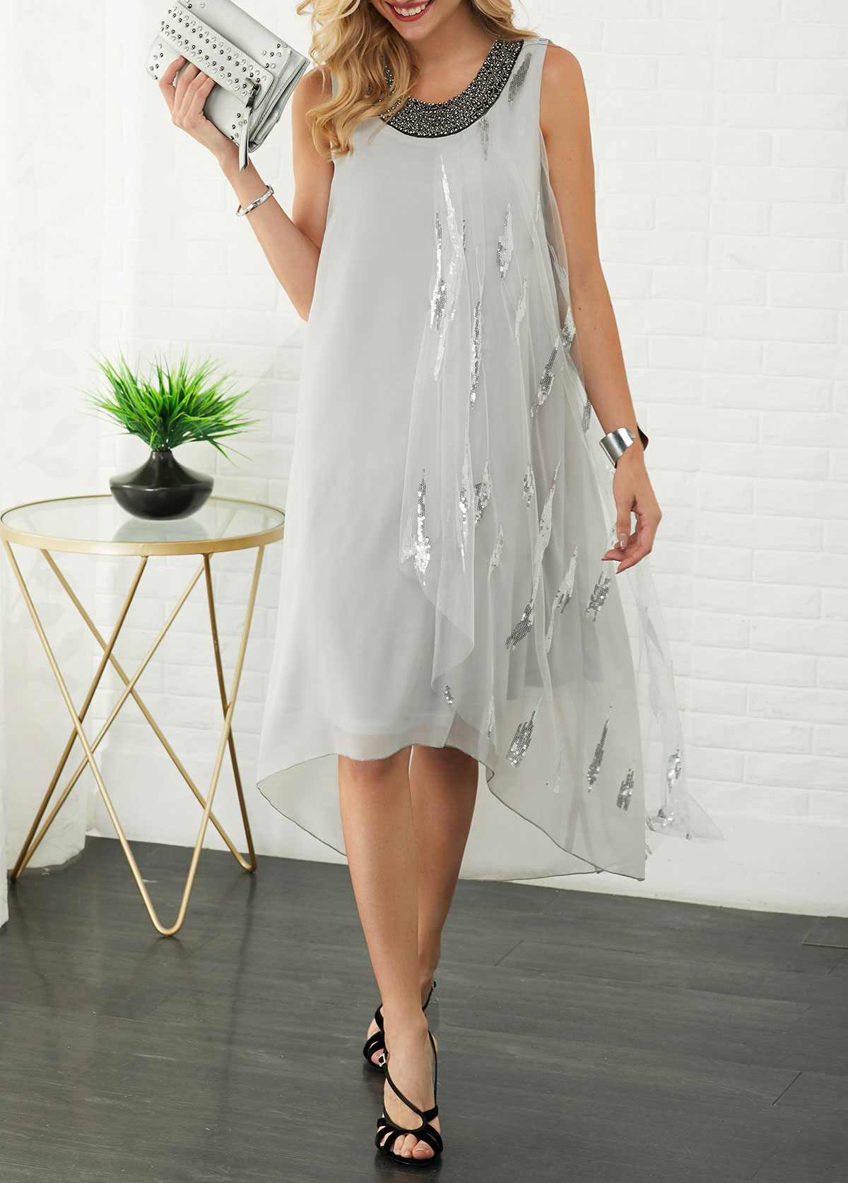 Sequin Embellished Sleeveless Round Neck Dress