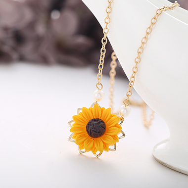 Gold Metal Chain Sunflower Pendant Necklace