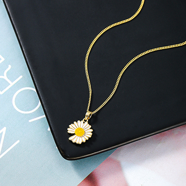 Gold Daisy Design Metal Chain Necklace