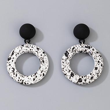 Ring Shape White Contrast Earring Set