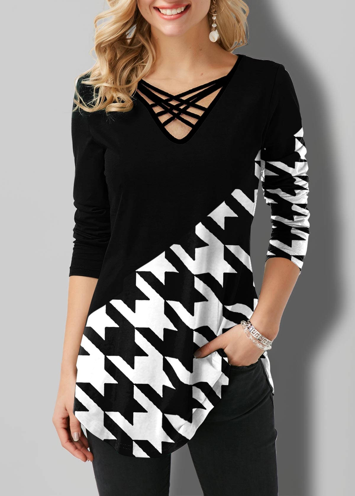 ROTITA Houndstooth Print Strappy Neck Contrast T Shirt