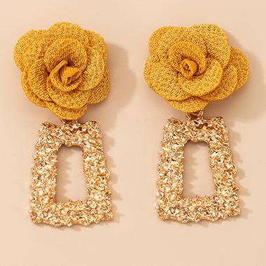 2 X 5.5cm Tridimensional Flower Metal Earring Set