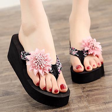 1 Pair Flower Embellished Black Flip Flops