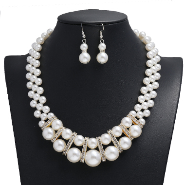Rhinestone Design Pearl Detail Necklace and Earring Set