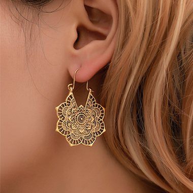 Flower Design Hollow Out Metal Detail Earring Set