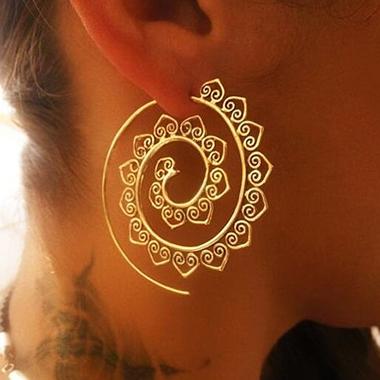 Gold Heart Deaign Metal Detail Retro Earrin Set