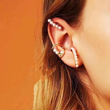 Metal Detail Pearl Design Earring Set