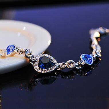 Rhinestone Metal Detail Heart Deaign Bracelet