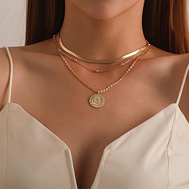 Metal Detail Cirsular Design Layered Necklace