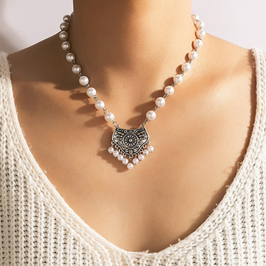 Silver Pearl Design Metal Detail Necklace