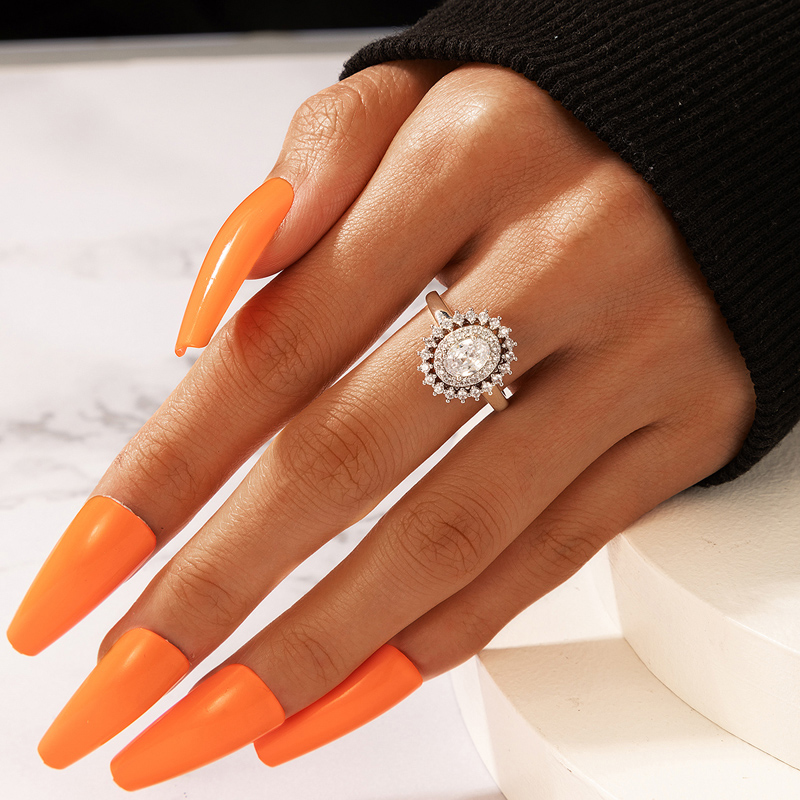 Metal Detail Silver Rhinestone Design Ring