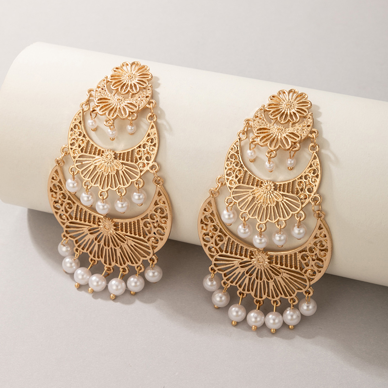 Metal Detail Pearl Design Gold Earring Set