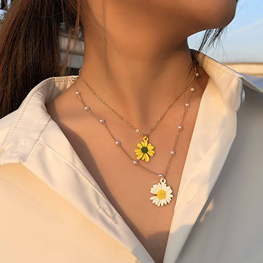 Daisy Design Pearl Detail Layered Necklace