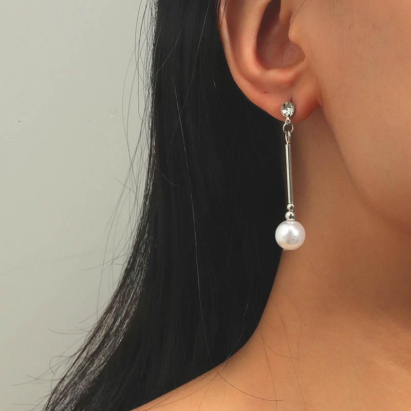 Metal Detail Pearl Design Rhinestone Earring Set