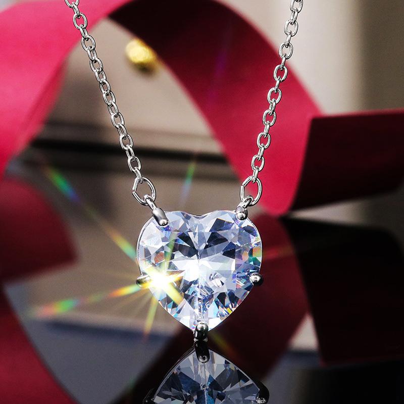 Rhinestone Detail Silver Heart Design Necklace