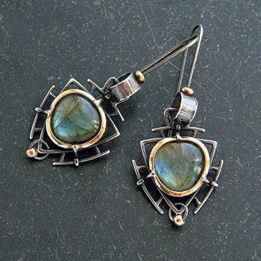 Metal Detail Retro Triangle Design Earring Set