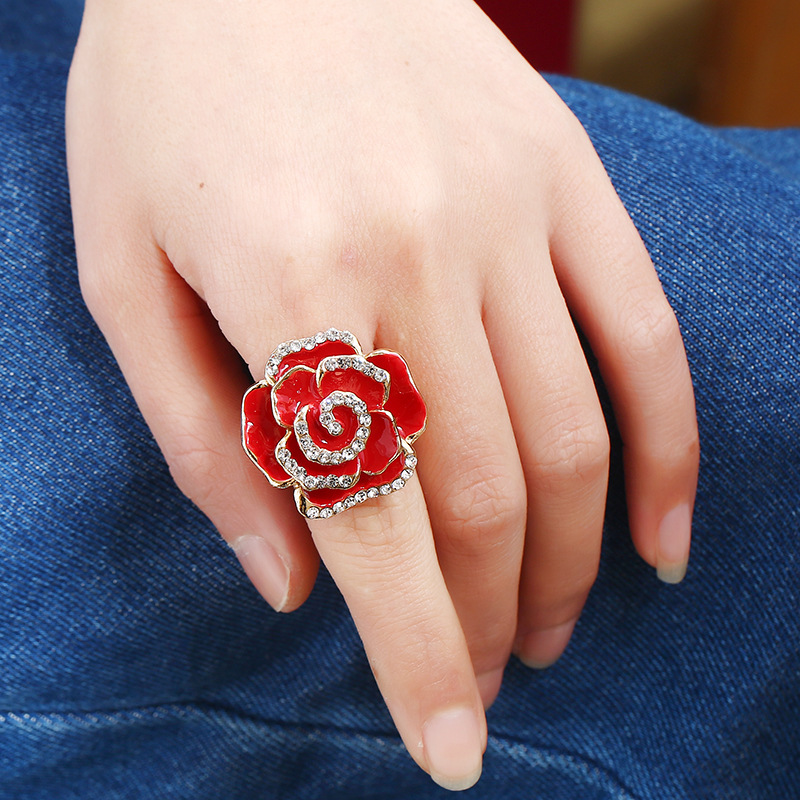 Rhinestone Rose Design Metal Detail Ring